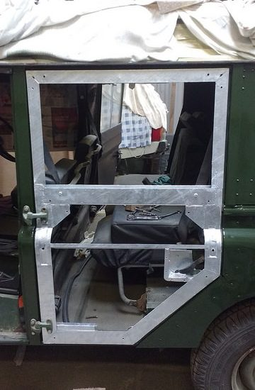 Second row door repair & Second row door repair - Rusty Land Rovers
